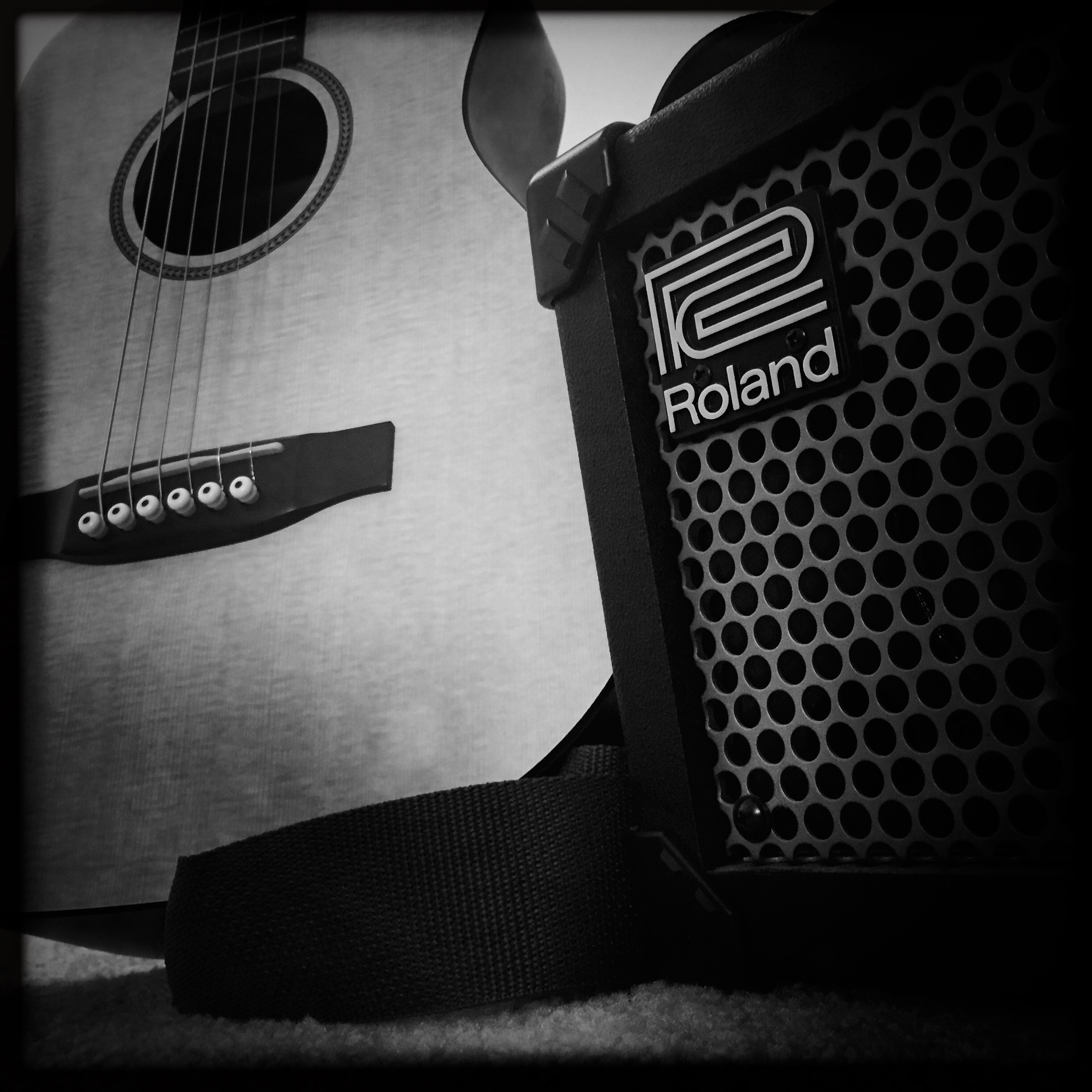 Roland Micro Cube on full delay with 'JC clean' and Martin LXM